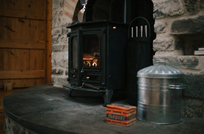Llwynbwch Barn, fire place