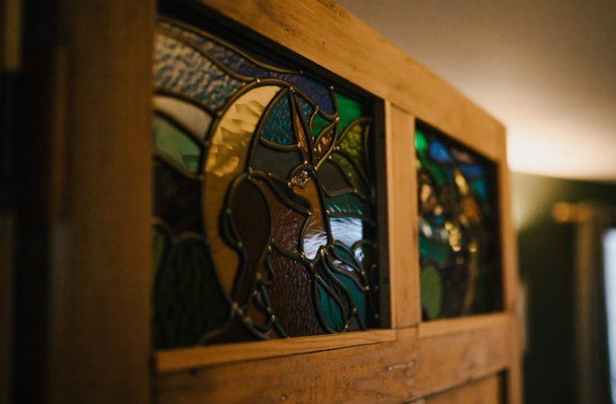 vLlwynbwch Barn stained glass